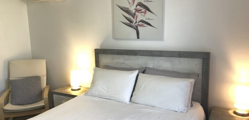 Master Bedroom Close to Shops and Uni