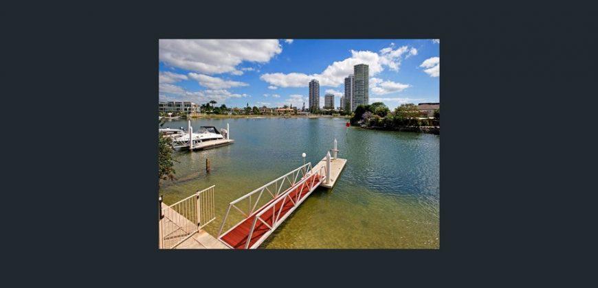 Studio Apartment – Furnished, Runaway Bay Area, on Water