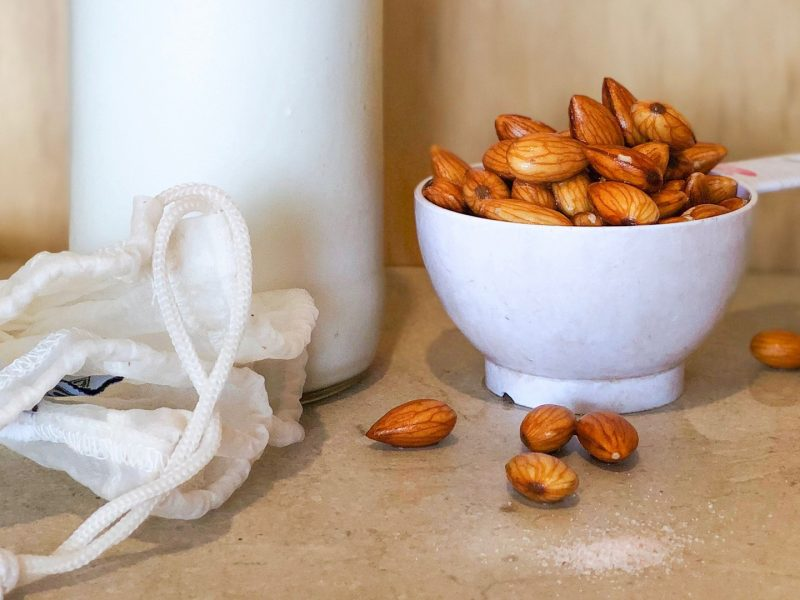 Almond-Milk_webYT